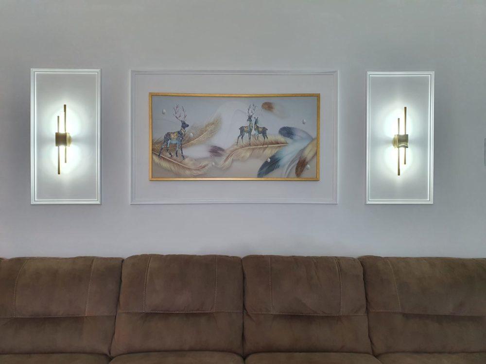 תמונת נוצות ואיילים על זכוכית מוכנה לתלייה בסלון או במשרד דגם 74801 photo review