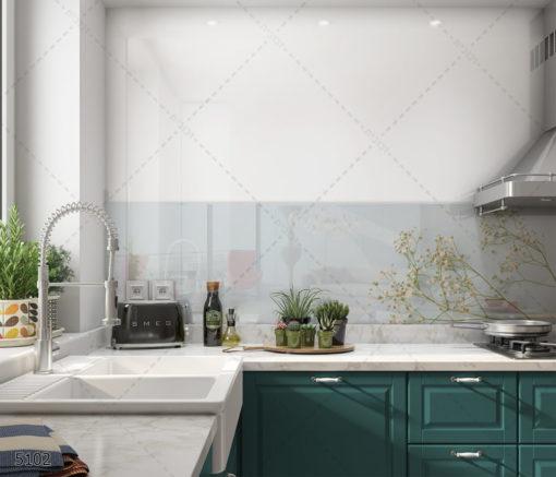 חיפוי זכוכית למטבח בתכלת עם אלמנט פרחים מינימליסטי דגם 5102