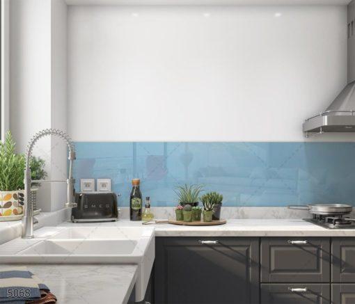 חיפוי זכוכית למטבח מרגיע בצבע תכלת מהמם ונייטרלי דגם 5068