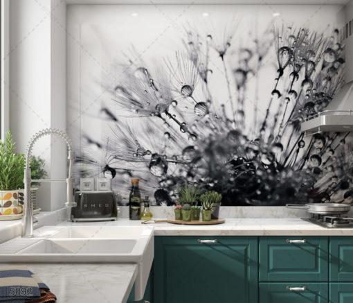 רסיסים של מים בטבע - חיפוי זכוכית למטבח שחור לבן דגם 5092