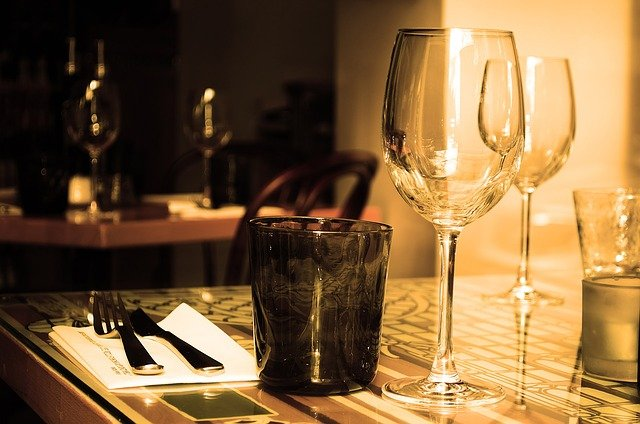 Glass-plate-for-dining-table
